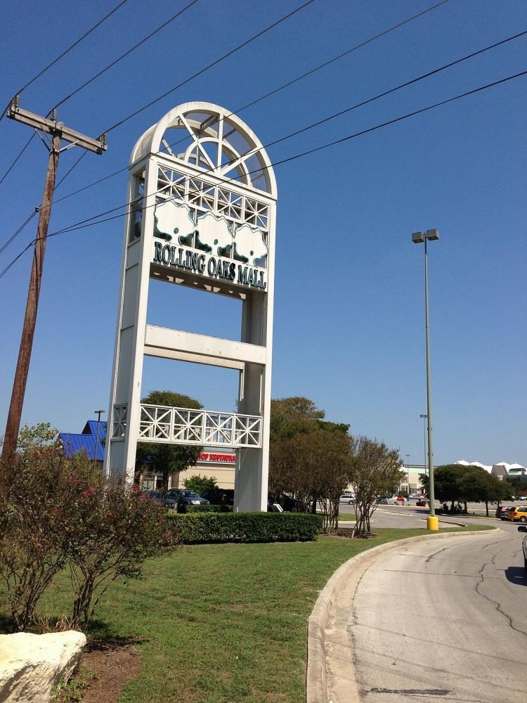 the Rolling oaks mall sign