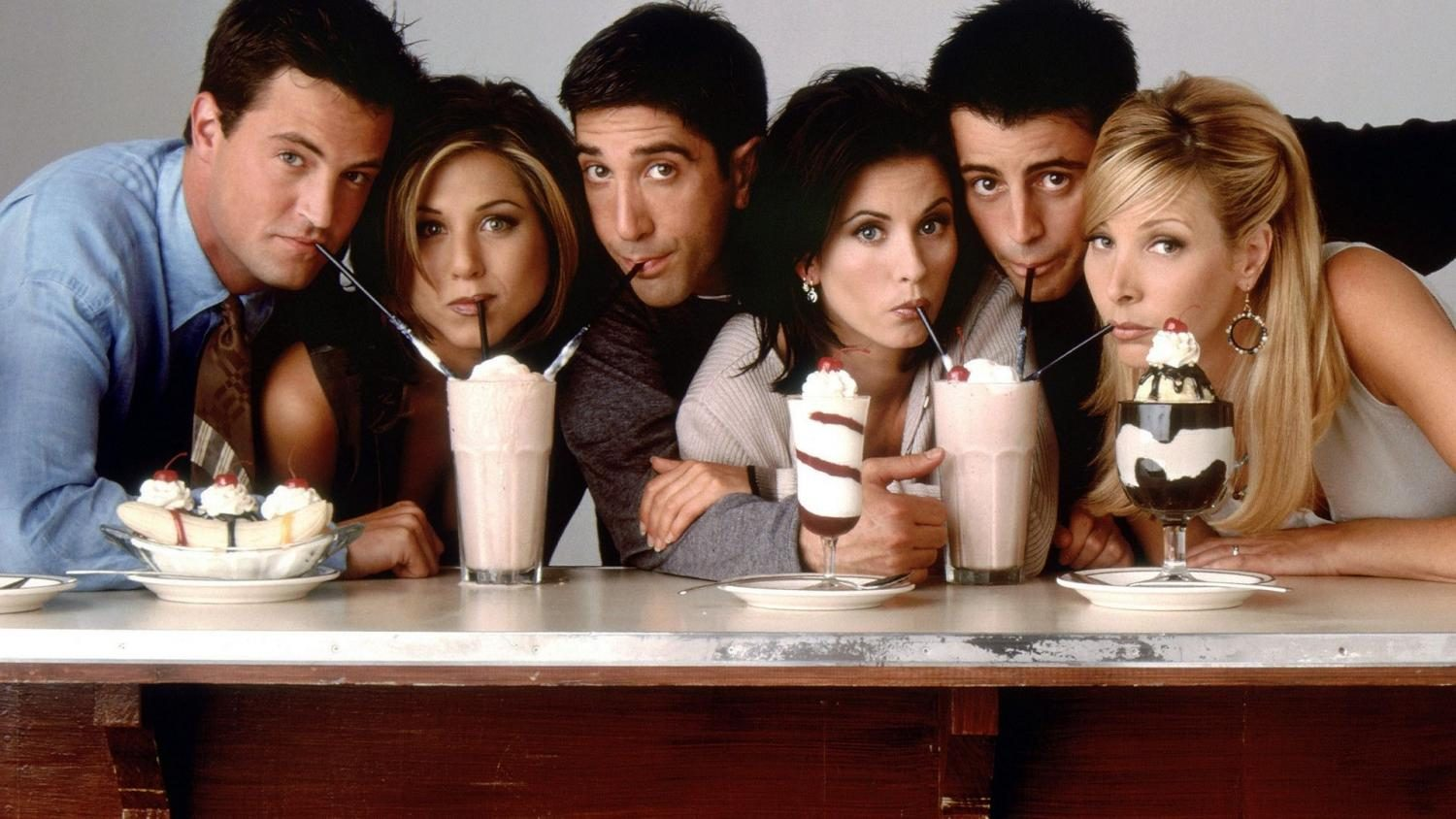 The+cast+of+Friends+lines+up+for+a+photo.+From+left+to+right%3A+Chandler+%28Matthew+Perry%29%2C+Rachel+%28Jennifer+Aniston%29%2C+Ross+%28David+Schwimmer%29%2C+Monica+%28Courteney+Cox%29%2C+Joey+%28Matt+LeBlanc%29%2C+and+Phoebe+%28Lisa+Kudrow%29.+