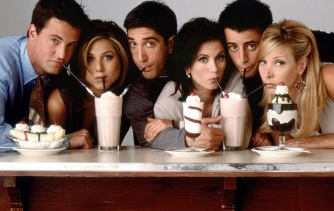The cast of Friends lines up for a photo. From left to right: Chandler (Matthew Perry), Rachel (Jennifer Aniston), Ross (David Schwimmer), Monica (Courteney Cox), Joey (Matt LeBlanc), and Phoebe (Lisa Kudrow).