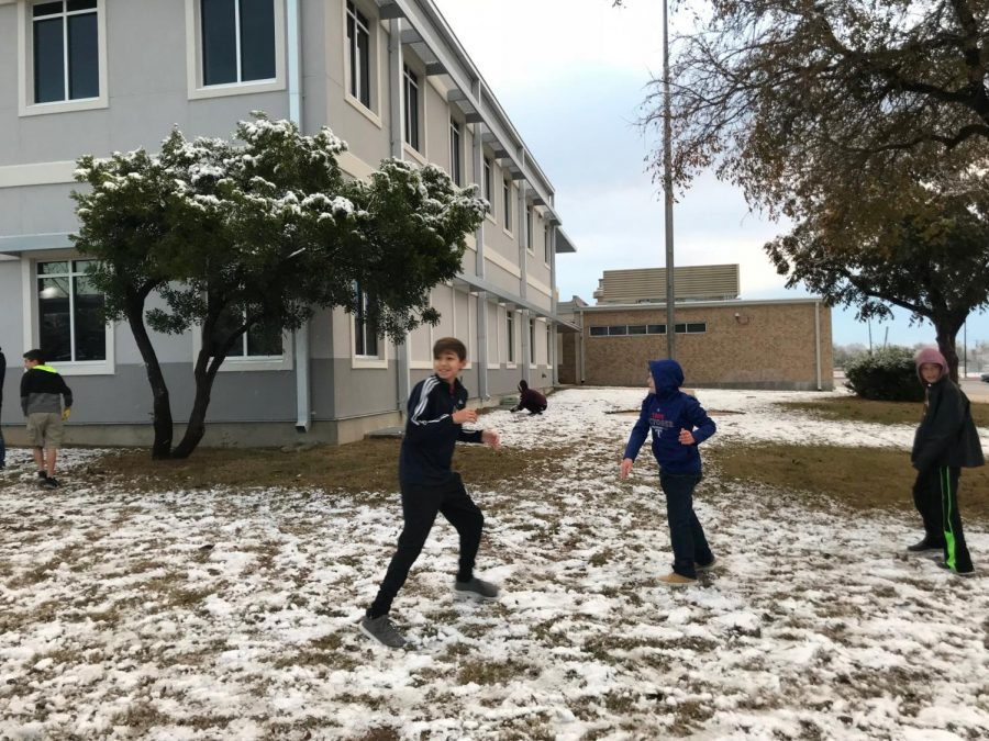 Dobie+students+play+the+morning+after+it+snowed.