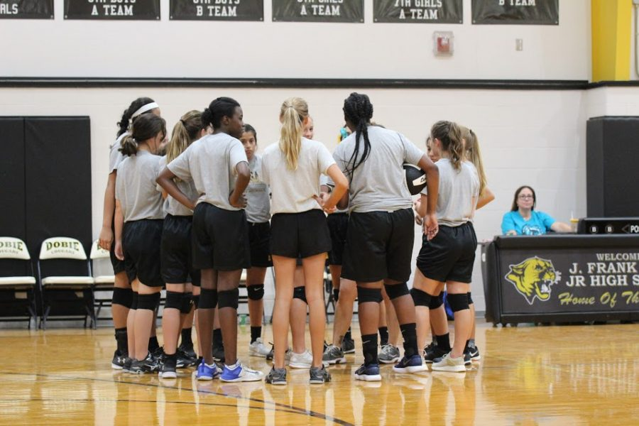 Volleyball+team+builds+relationships