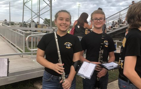 Students are ready for The 8th grade band knight