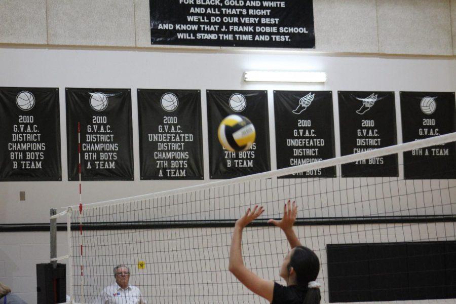 Dboie volleyball girls in action.
