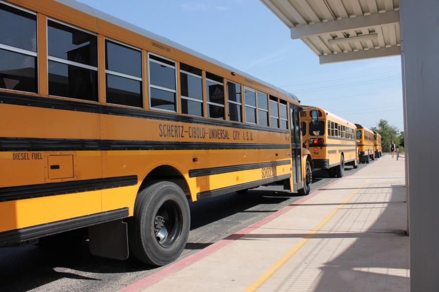 Students board the bus at Dobie Jr. High after school on Oct. 13. Photos by Briana Gonzales