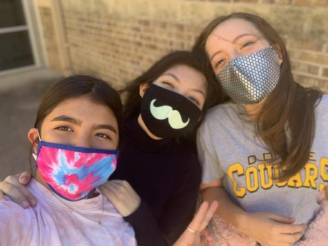 Students make masks fashionable
